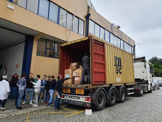Numa ação solidária com o apoio logístico da empresa famalicense S. Roque