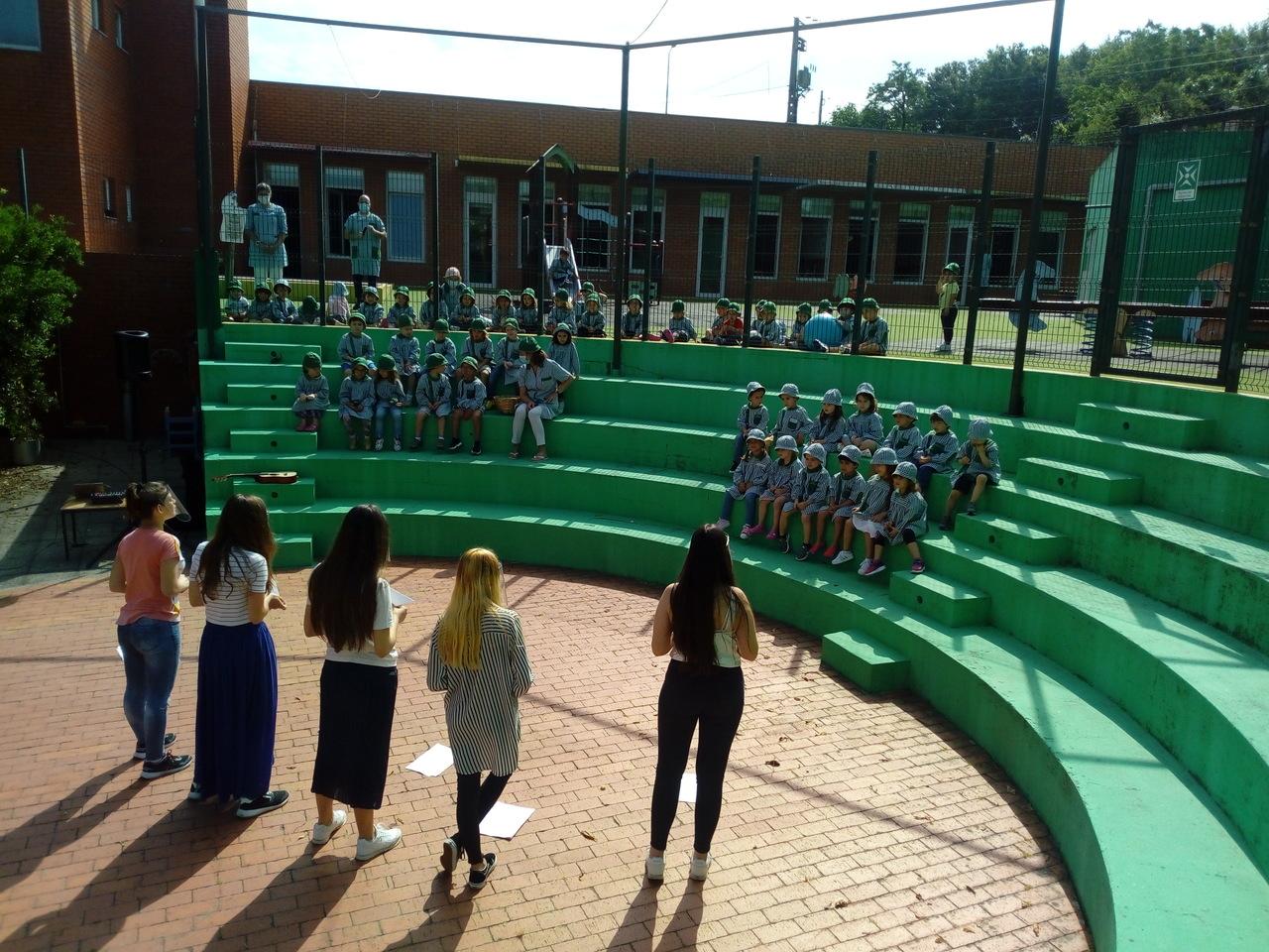 Alunas da CIOR animam o dia mundial da criança em instituições do Município